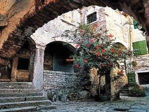 Typisch doorkijkje in het oude centrum van Rovinj.
